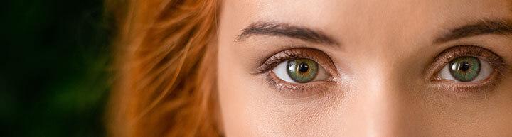 mulher com lindos olhos